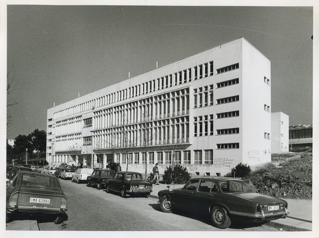 Ιατρική Σχολή, μεσημβρινή όψη. Φωτογραφικό Αρχείο του Καθηγητή του ΑΠΘ Βασιλείου Κυριαζόπουλου (1903-1991), με την ευγενική παραχώρηση της Κεντρικής Βιβλιοθήκης του ΑΠΘ. Οι φωτογραφίες είναι των δεκαετιών 1950-1970.