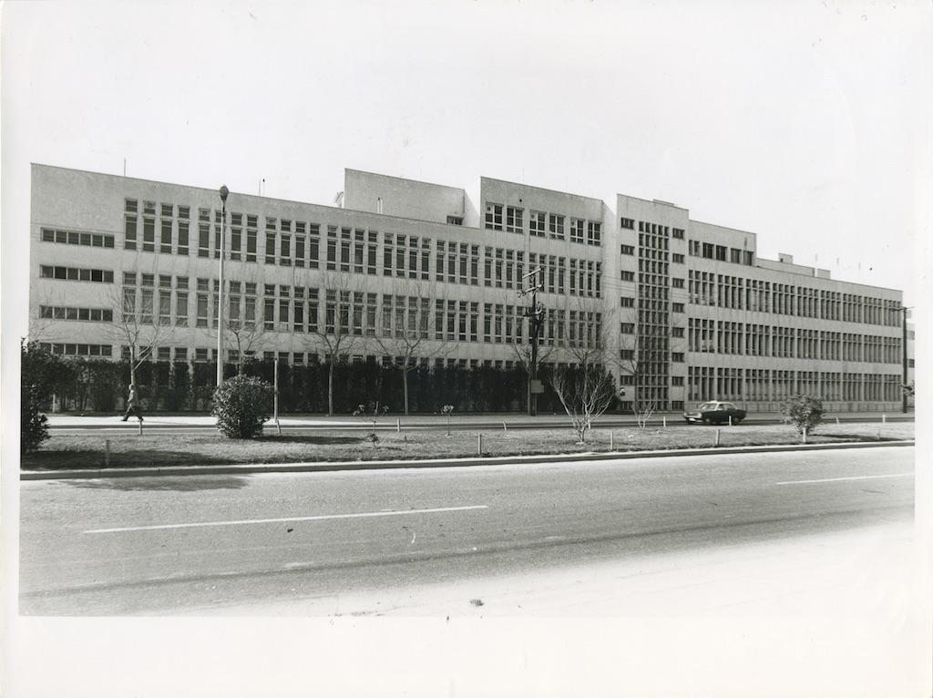 Ιατρική Σχολή, βόρεια όψη. Φωτογραφικό Αρχείο του Καθηγητή του ΑΠΘ Βασιλείου Κυριαζόπουλου (1903-1991), με την ευγενική παραχώρηση της Κεντρικής Βιβλιοθήκης του ΑΠΘ. Οι φωτογραφίες είναι των δεκαετιών 1950-1970.